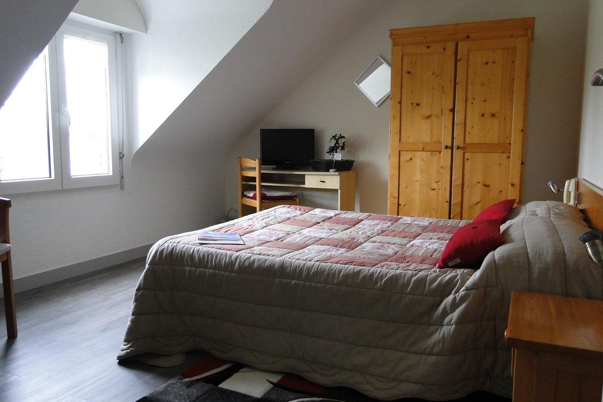 hotel sauzon chambres et tarifs h tel aux tamaris location belle ile 14 chambres. Black Bedroom Furniture Sets. Home Design Ideas